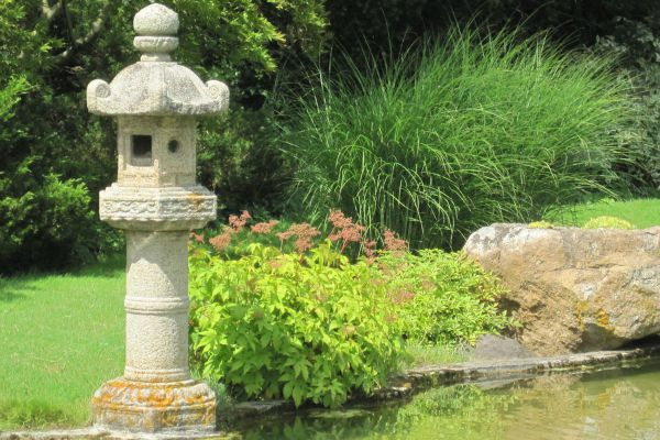 asian_garden_lantern_by_poisongrin-d2yisf4
