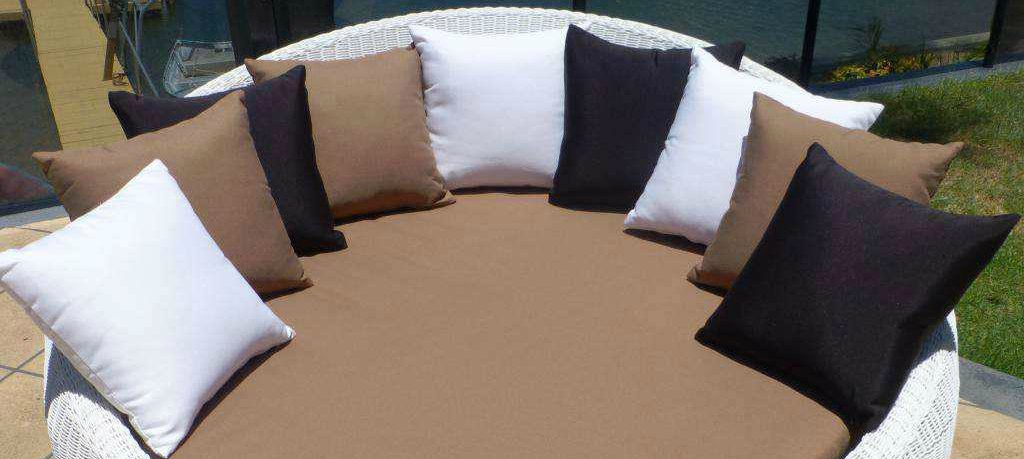 Outdoor daybed cover