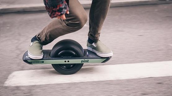 guy riding onewheel pint e-board