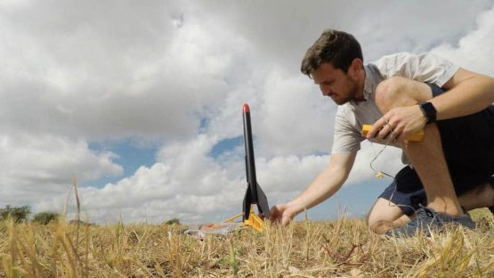 launching-model-rocket