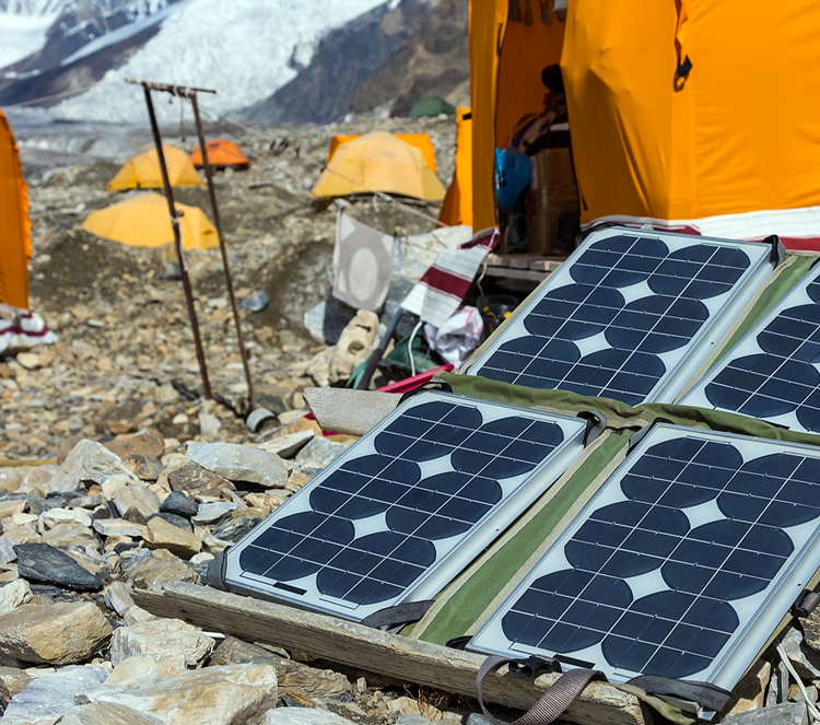 Portable-Solar-Panel-with-Batteries